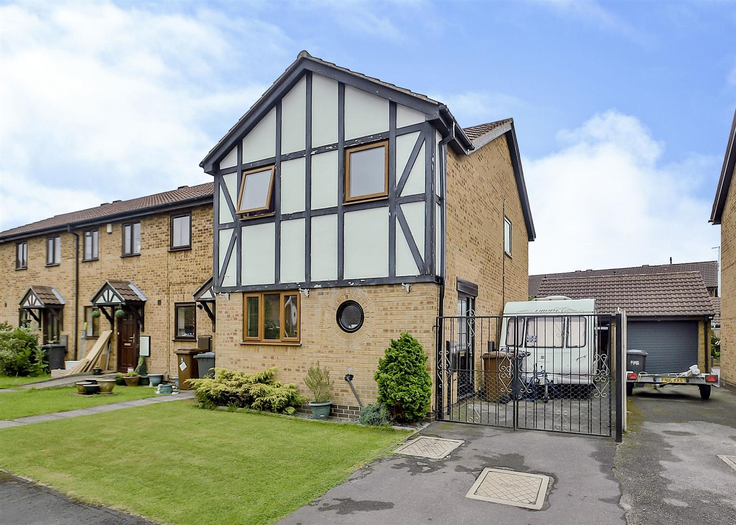 3 Bedrooms Town House for sale in Lichfield Close, Long Eaton